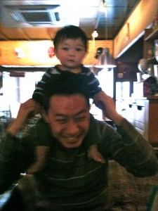 Dynamic dad Yutaka and adorable tyke Tyler
